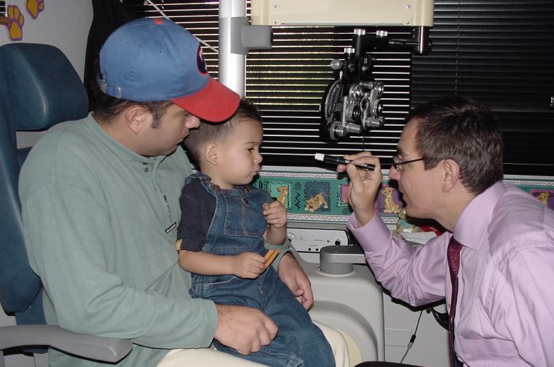 Dilatación de pupilas - Examen de ojos en niños preverbales - Oftalmología pediátrica - Dr. Alvaro Sanabria