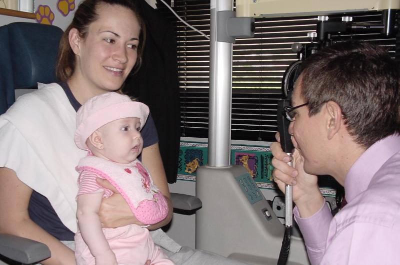 Dilatación de pupilas - Reflejo rojo en pupilas en niños preverbales - Oftalmología pediátrica - Dr. Alvaro Sanabria