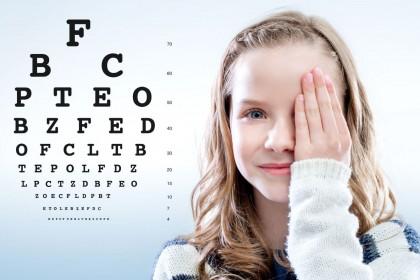 Examen de agudeza visual para niños que saben hablar