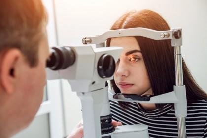 Biomicroscopía en el niño mayo - Oftalmología pediátrica - Examen con lámpara de hendidura - Dr. Alvaro Sanabria