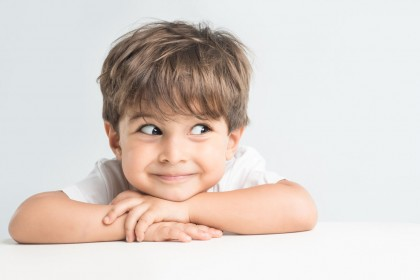 Examen de motilidad ocular en niños que saben hablar