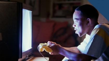 ¿Pueden ocasionar daño Tv, videojuegos y computadores? - Oftalmología pediátrica - Dr. Alvaro Sanabria
