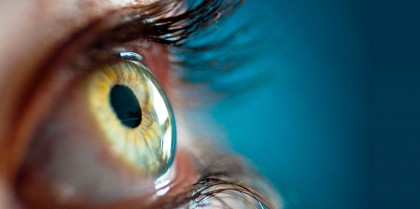 Examen de pupilas oculares en niños que ya saben hablar